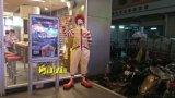 M麦当劳餐厅门口迎宾卡通玻璃钢麦当劳叔叔造型雕像