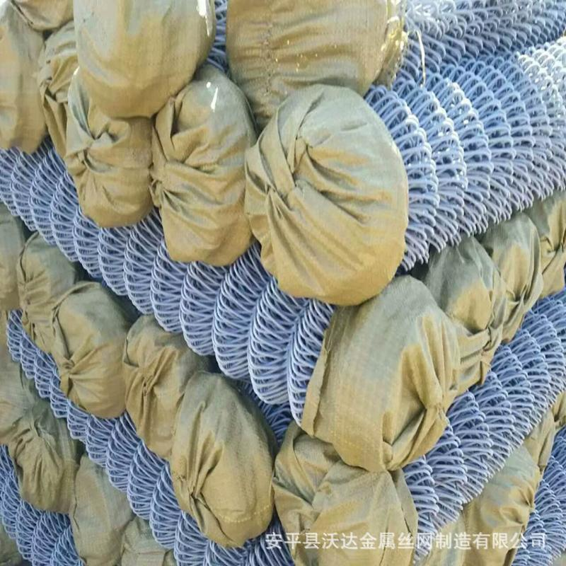 廠家供應PVC包塑勾花網擰花網足籃球場圍欄熱鍍鋅勾花防護網