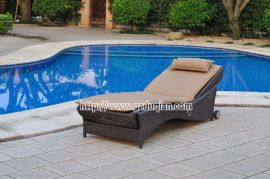 国外沙滩图片大全 海外沙滩伞躺椅批发 国内酸枝木躺椅 藤椅休闲椅