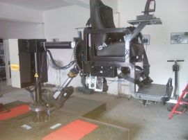 翻滚式飞行模拟机