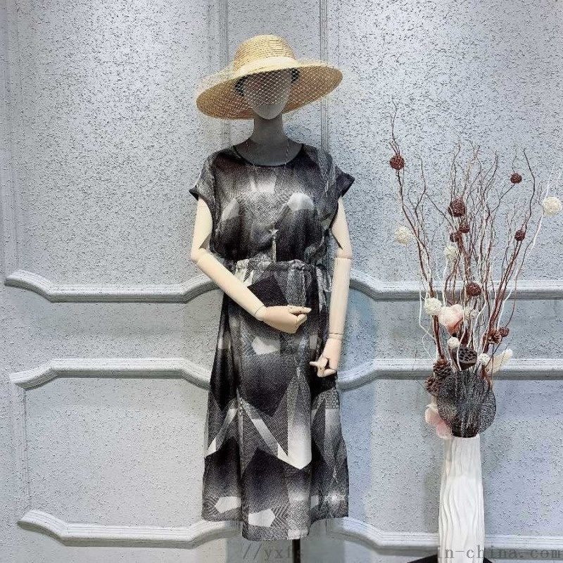 女装西服英菲蒂妮女装尾货货源小西装春夏女装