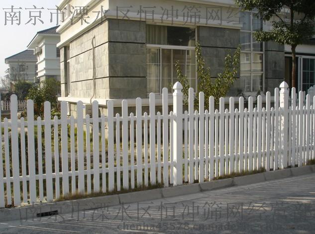 南京哪里有**pvc草坪护栏网的 草坪护栏哪里的便宜 生产塑钢护栏厂家