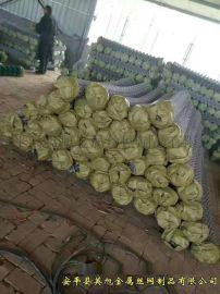 菱形孔活络性镀锌勾花网紧贴坡面进行防护