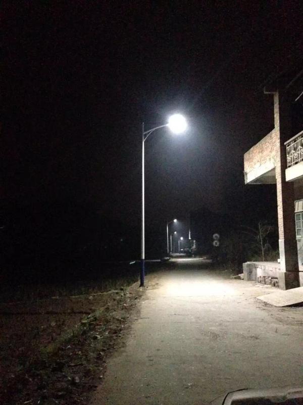 供应湖南邵阳路灯灯杆农村太阳能路灯