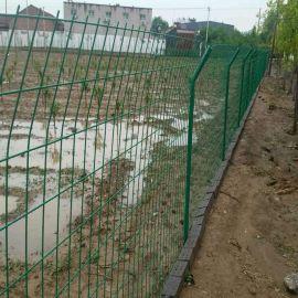 铁丝护栏网批发 河北丝网之乡绿色1.8x3.0m双边型无框铁丝护栏网