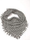 时尚黑白三角巾