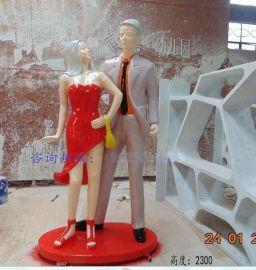 商业街广场情侣雕塑摆件 商场购物时尚人物雕塑 玻璃钢人物雕塑定制