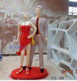商業街廣場情侶雕塑擺件 商場購物時尚人物雕塑 玻璃鋼人物雕塑定製