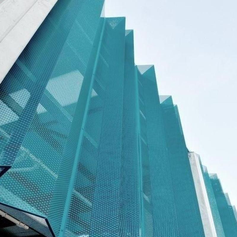 公路围挡防护冲孔装饰铝板打造出简奢而雅致风格