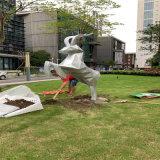 佛山玻璃钢动物雕塑公园草坪切面鹿雕塑提高视觉冲击力