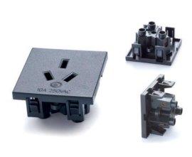 供应国标卡锁式插座、防水插座