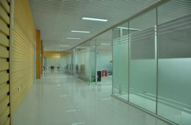 山东玻璃隔墙烟台办公高隔间隔断优点和缺点