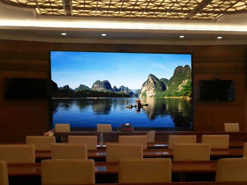 聚能光彩海口室內P2.5全綵顯示屏