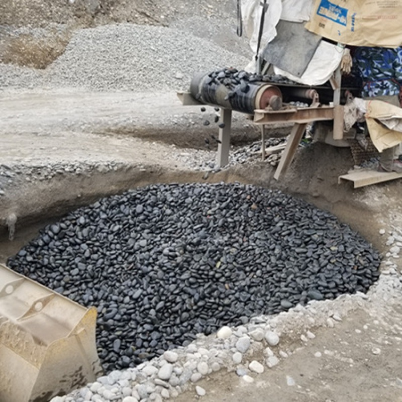 黑色鹅卵石哪里有_纯黑色鹅卵石产地_到渝荣顺!