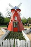河南郑州荷兰风车景观水车蜂巢迷宫生产厂家红日