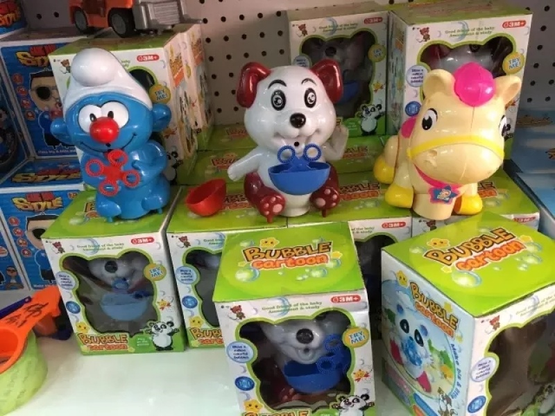 地摊玩具新热卖混批货源库存玩具称斤玩具步行街夜市论斤批发处理