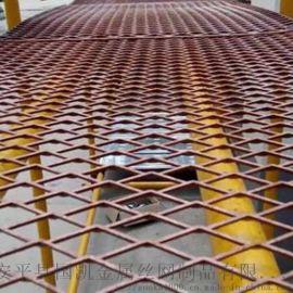 建筑铁丝网 工人踩踏钢笆网