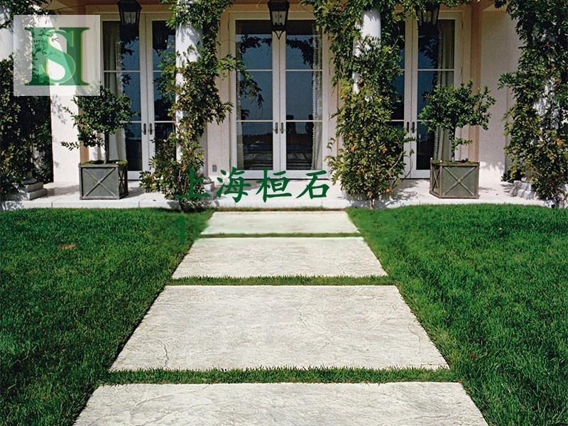 地坪水泥压印是一种能在混凝土表层依靠强化料、脱模料、桓石2017311成型模具、专业工具以及水泥压印保护剂