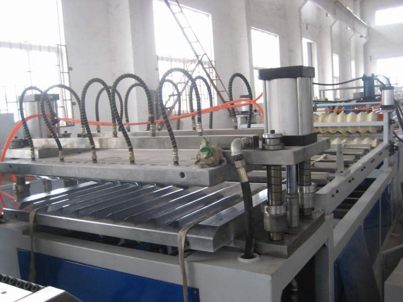 青岛隆昌捷PVC波浪板,梯形板挤出生产线