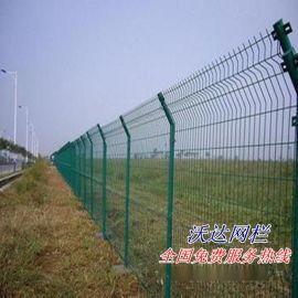 沃达供应三角折弯护栏网 加强围墙护网 光伏绿色护栏网