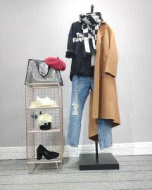 2018新款品牌女装折扣围巾卫衣牛仔裤配大衣视频看货一手货源