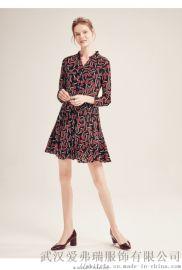 服装拿货渠道软件给彩复古印花连衣裙走份
