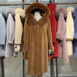沈阳品牌女装 18新款颗粒羊剪绒大衣 折扣女装尾货