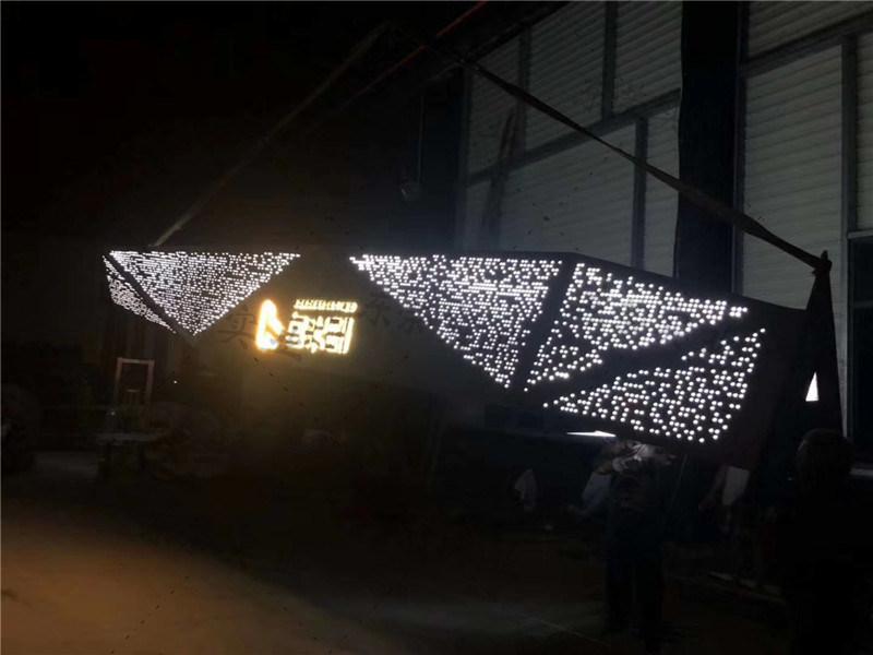 10米高大型立柱 精粹堡壘 立柱發光4.jpg
