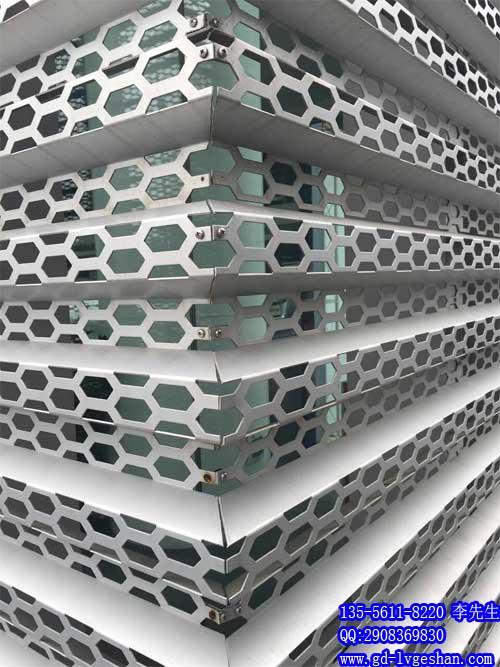 外墙穿孔铝板 户外装饰铝板 长城铝单板穿孔.jpg