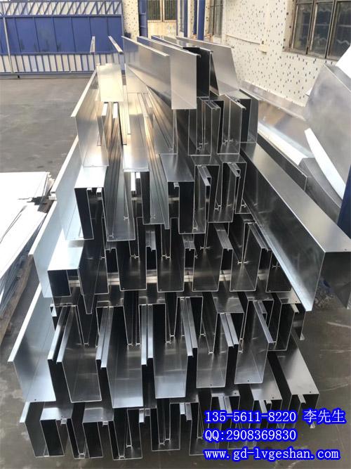 U槽铝方通天花 U型铝方通吊顶 铝方通定制.jpg