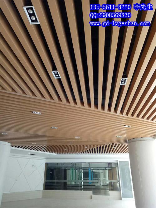 木纹方管铝型材吊顶 木纹铝方通天花图片.jpg