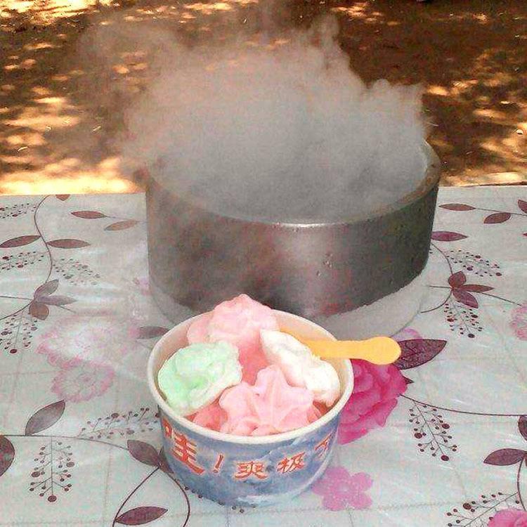 千变冰淇淋雪糕机代理5元一杯模式跑江湖地摊价格
