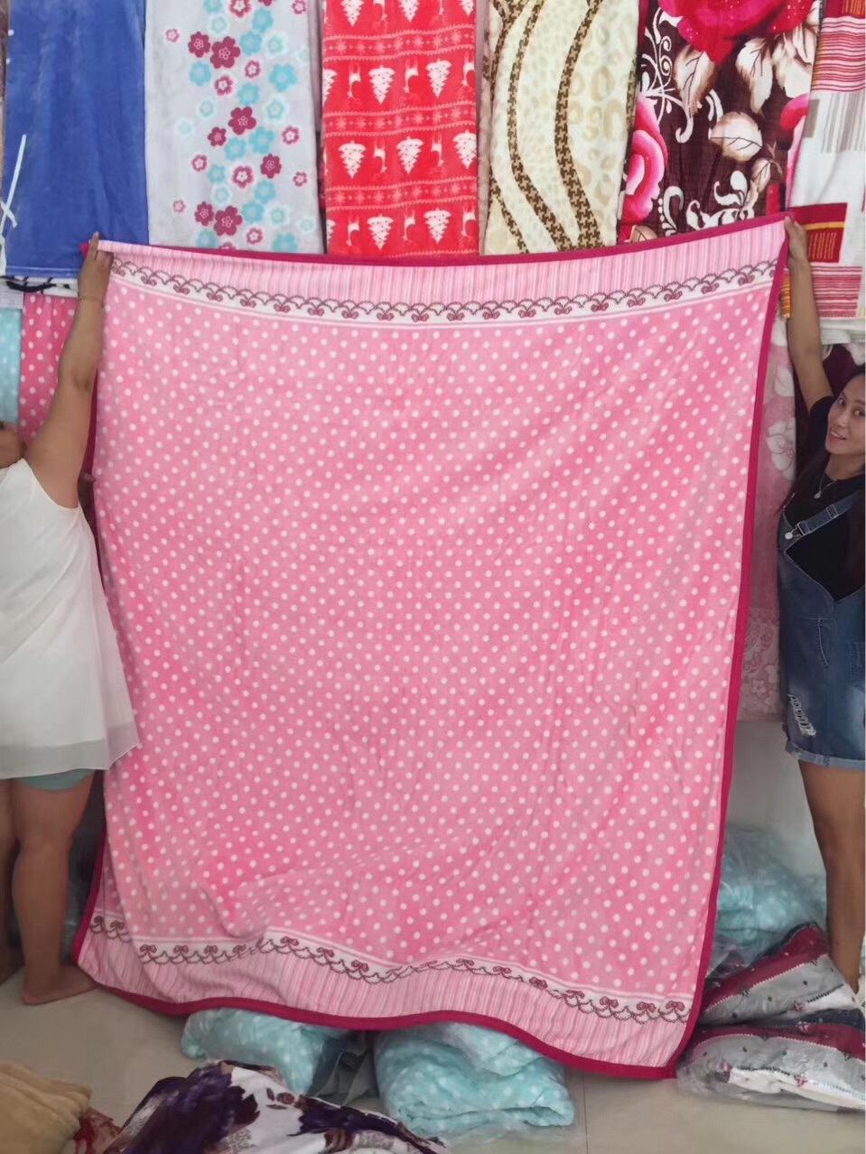 論斤稱毛毯批發 精美禮品法蘭絨毛毯按斤賣 地攤熱賣絨毯子 2019跑江湖展會