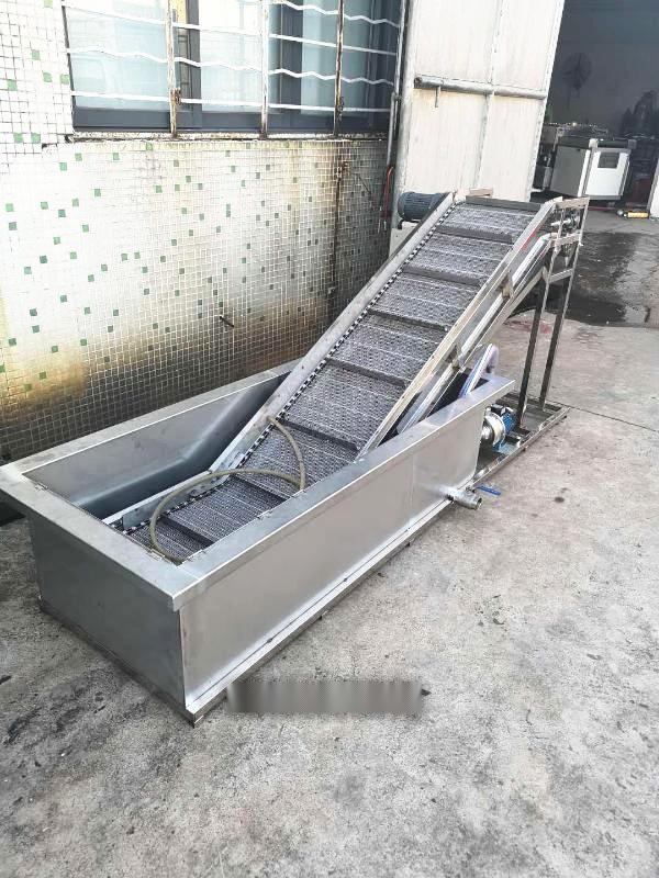 注塑机冷却爬坡输送设备,厂家直销爬坡输送机设备128141415