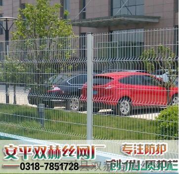 供应吉林1.8x2.5米铁丝网围墙 折弯型护栏 桃型柱护栏网695147592