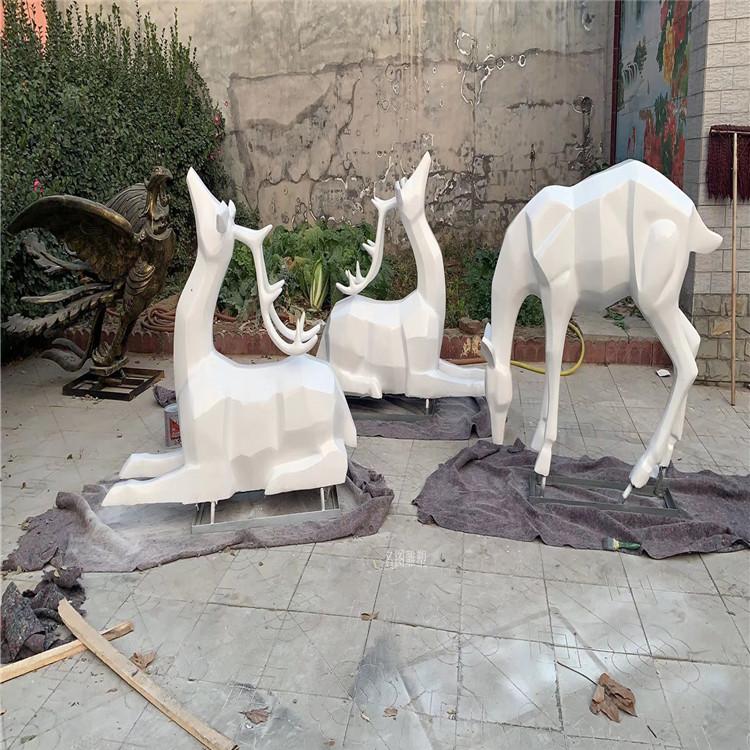 楼盘景观几何鹿雕塑 不一样玻璃钢抽象鹿群展示145223725