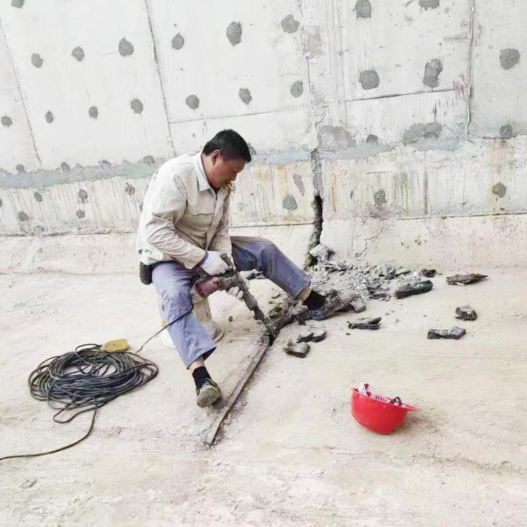 镇江市人防工程墙壁漏水堵漏施工945273375