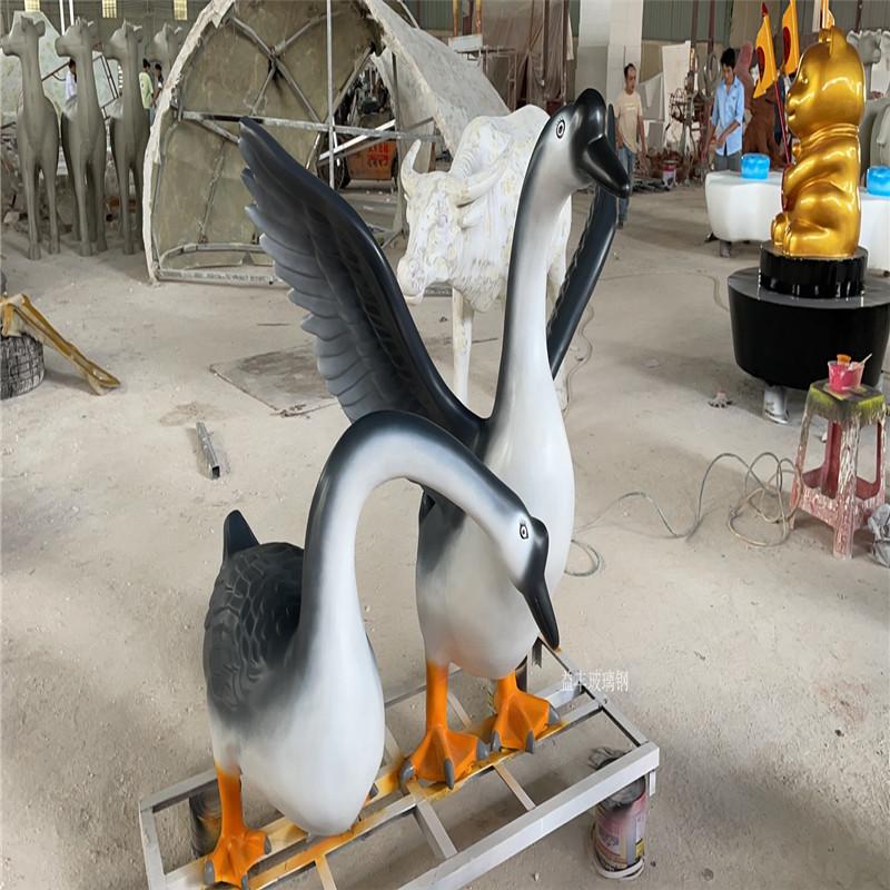 卡通动物雕塑 形态逼真玻璃钢工艺 彩绘海豚雕塑153806255