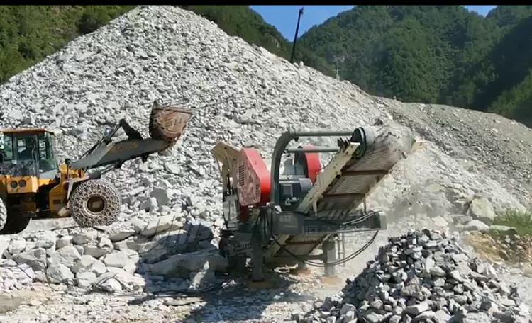 移动式山石破碎站 碎石机厂家 山东恒美百特797789062