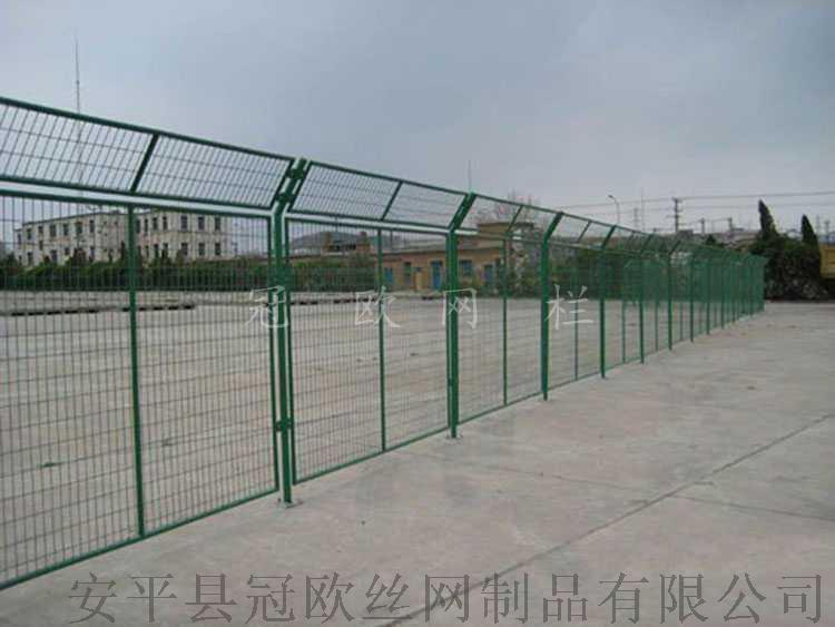 安平县冠欧1.8米高浸塑框架护栏网报价  现货公路防护网38307272