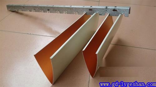 铝挂片安装图 V型挂片款式 铝挂片参数.jpg