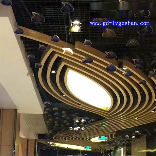 咖啡厅铝天花造型 西餐厅铝方通吊顶效果图