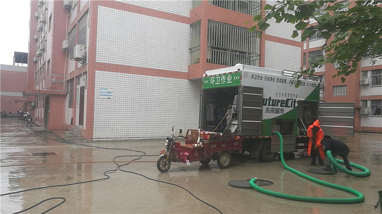 新型多功能干湿分离吸粪车12.jpg
