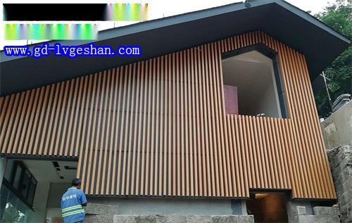 外墙木纹铝方管 户外墙身木纹铝方通装饰图片.jpg