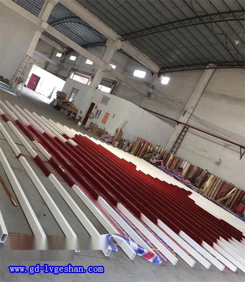 方管铝型材厂家 彩色铝方管定做 铝型材挤压厂.jpg