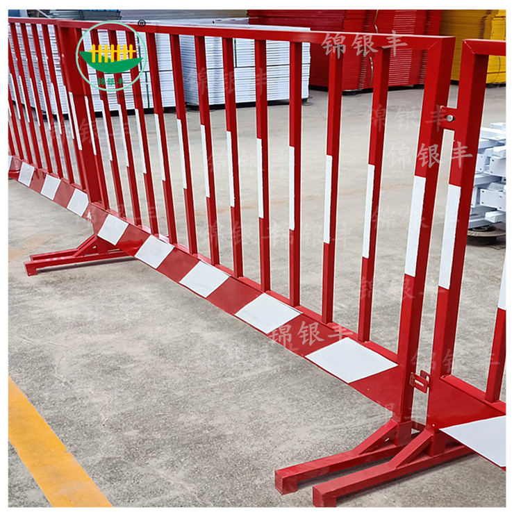 移动护栏网生产厂家  基坑口临边安全围栏供应商电话.jpg