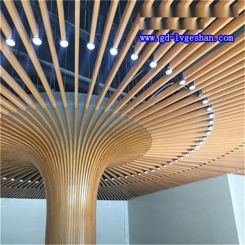 木纹铝通铝树造型 木纹铝方通包柱 木纹铝型材吊顶.jpg