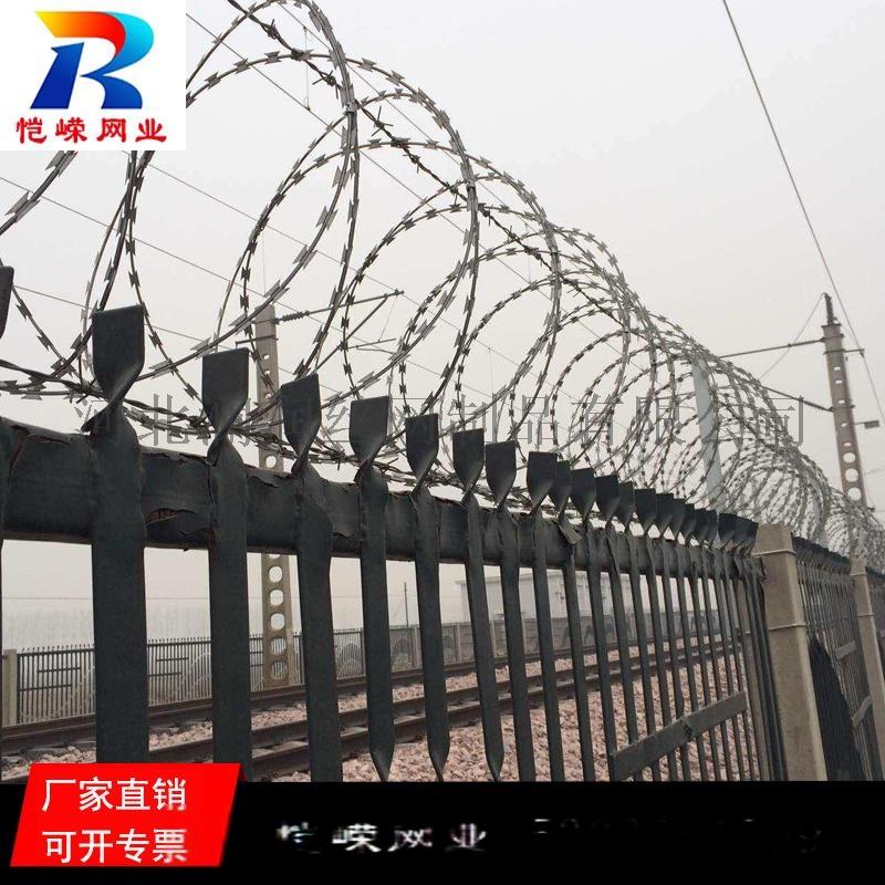 高铁铁路专用热镀锌刺丝滚笼生产厂家135340665