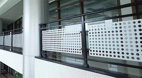 穿孔铝单板 护栏防护铝板 冲孔铝单板图片.jpg