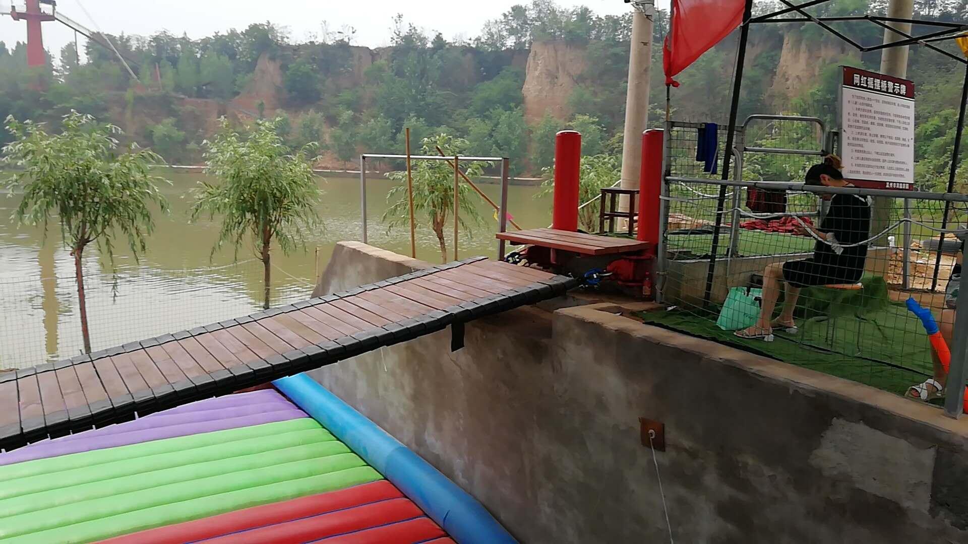 河南大型網紅橋充氣氣墊厚度顏色客戶可選814086372